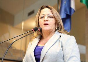 Professora Ana Lúcia mobiliza debate sobre realização do Enem