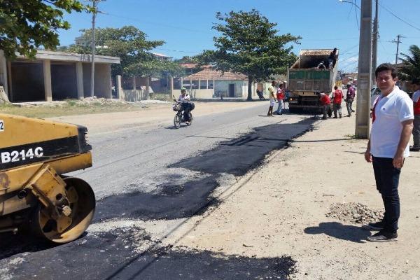 Renatinho Vianna acompanha início da Operação Tapa Buracos em Arraial do Cabo (RJ)
