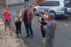 Robson Magela se reúne com moradores de bairro em Araxá (MG)