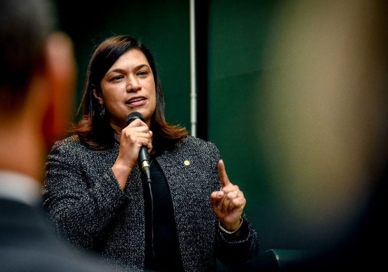 Deputada Maria Rosas cuida de crianças e mulheres por meio de emenda