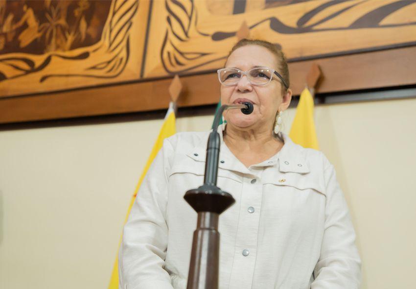 Doutora Juliana pede criação de programa de atenção aos idosos