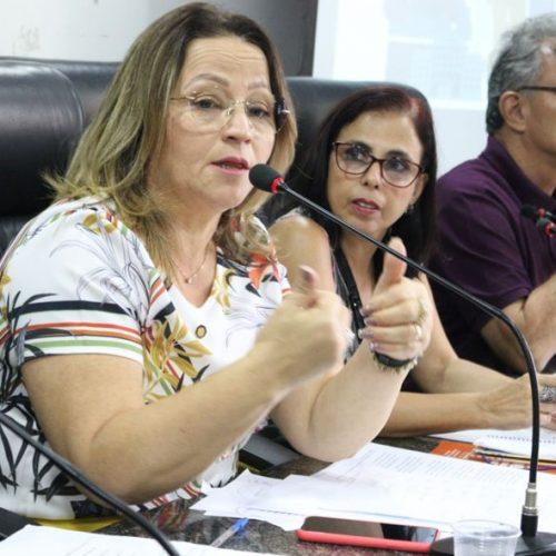 Profª Ana Lúcia solicita internet gratuita para estudantes da rede pública